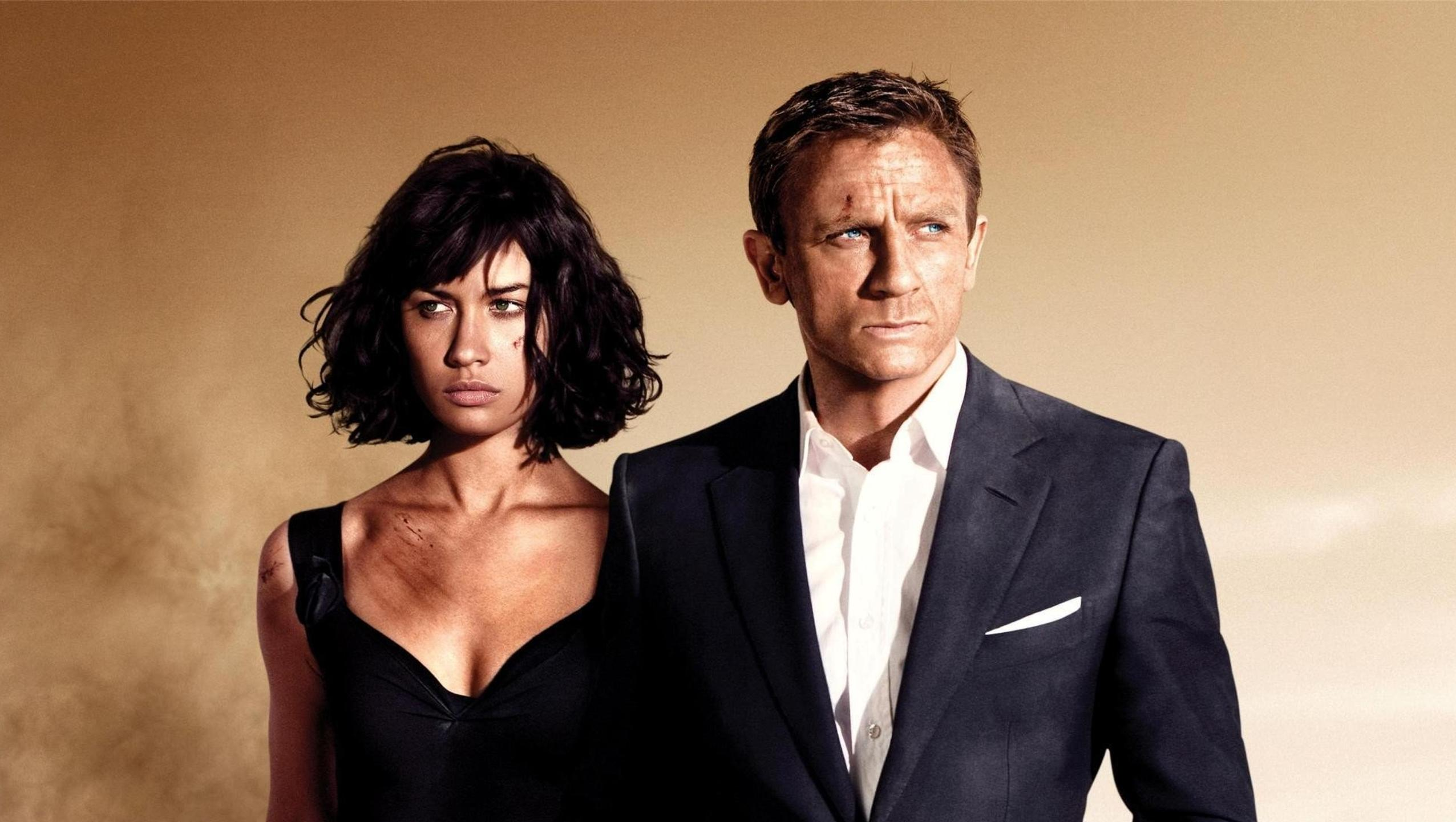 "Wallpaper for ""Quantum of Solace"" (2008)"