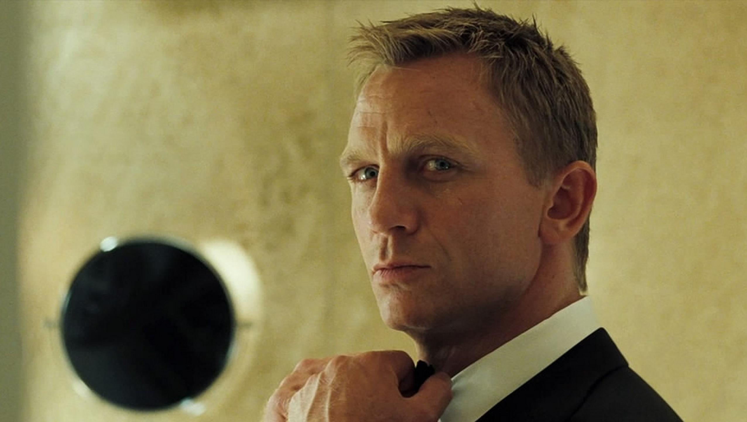 "Wallpaper for ""Casino Royale"" (2006)"