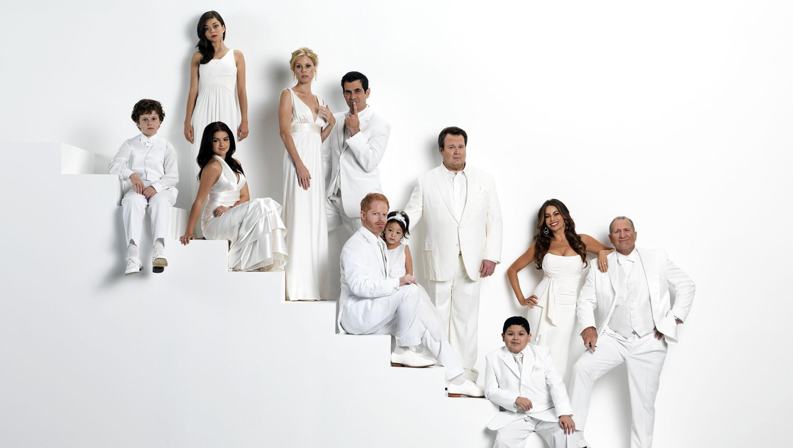"Wallpaper for ""Modern Family"" (2020)"